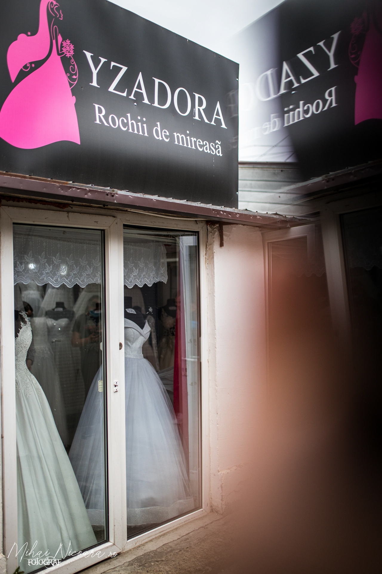 """Fotografie album """"Yzadora - Rochii de mireasă"""""""